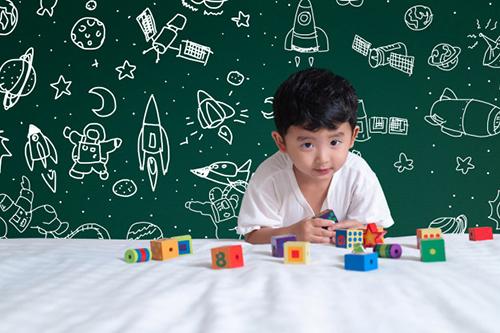 وقتی می توانیم بگوییم فهم یک بچه شش ساله خوب است که چیزهایی را که یک بچه ی شش ساله معمولا می فهمد، بفهمد.
