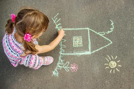 نقاشی های فرزند شما چه چیزهایی را نشان می دهد؟