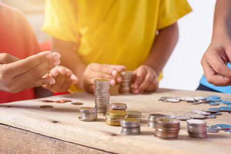 سری کتاب های آموزش سواد مالی برای کودکان