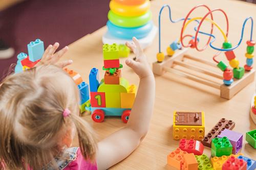 بازی ها به کودکان اجازه می دهند که با تخیل خود به پرواز در بیایند.