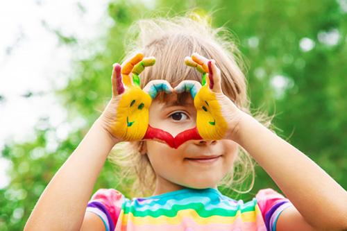 همه بچهها هنرمند به دنیا میآیند. مسئله این است که چه کنیم تا آنها وقتی بزرگ شدند هنرمند باقی بمانند؟