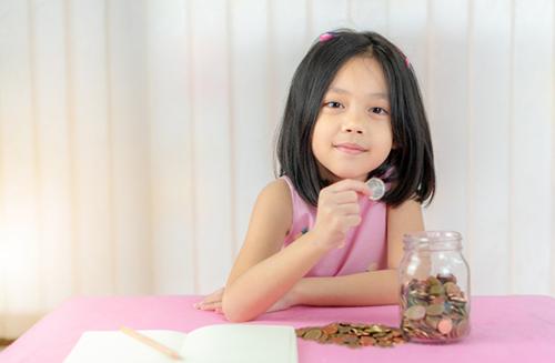 مهارت پس انداز کردن یکی از کلیدیترین مهارتهای پولی مورد نیاز در کودکان و نوجوانان است.